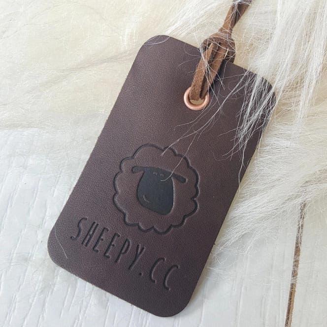 IJslands schapenvacht met leren label van Sheepy