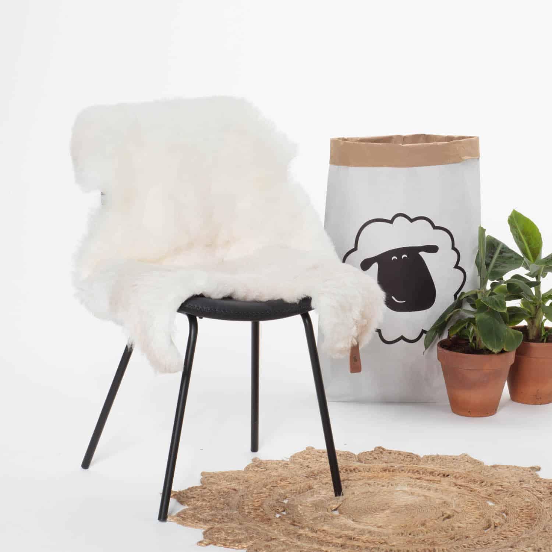 Schapenvacht Wit met Beige P30 stoel