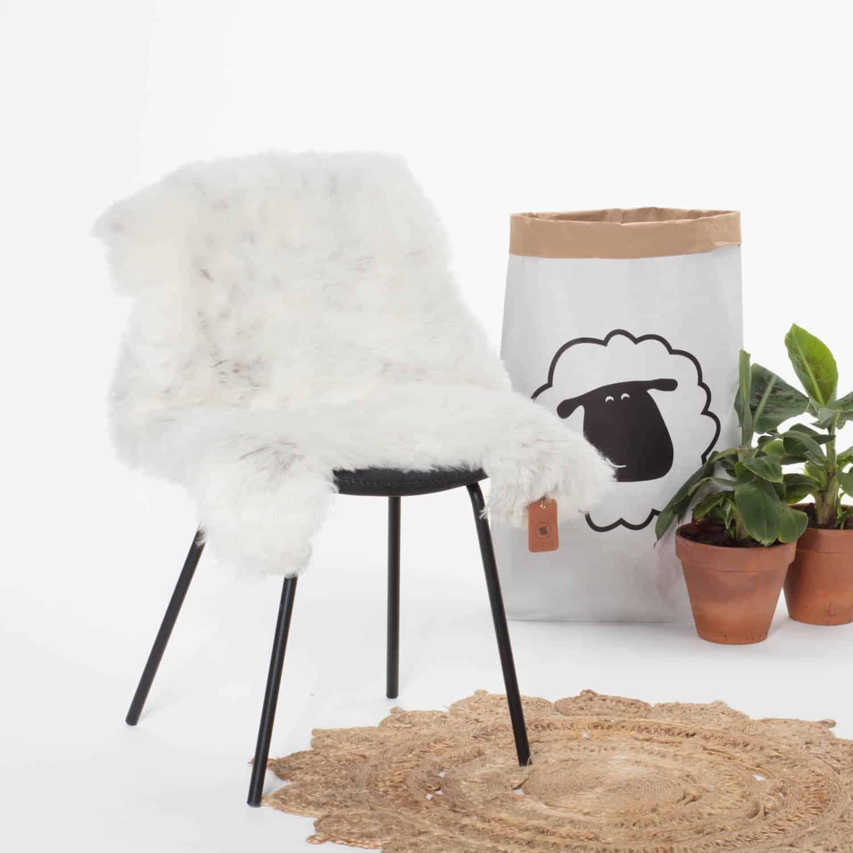 Schapenvacht Wit met Zwart P37 stoel