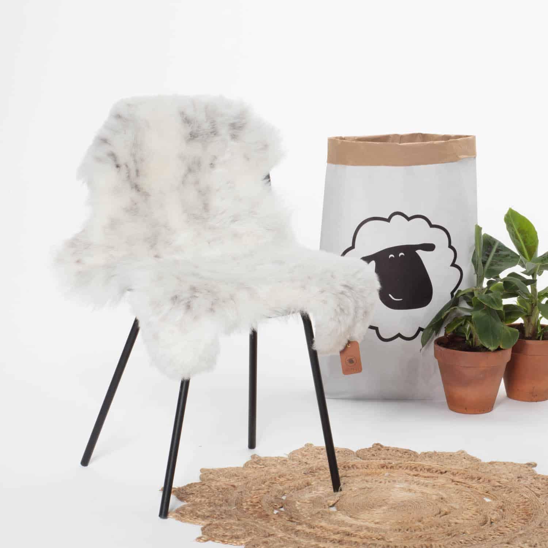 Schapenvacht Wit met Zwart P40 stoel