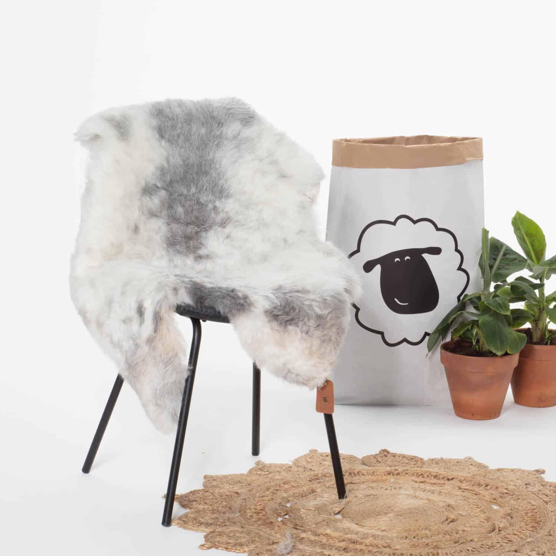 Schapenvacht Wit met grijsP44 stoel