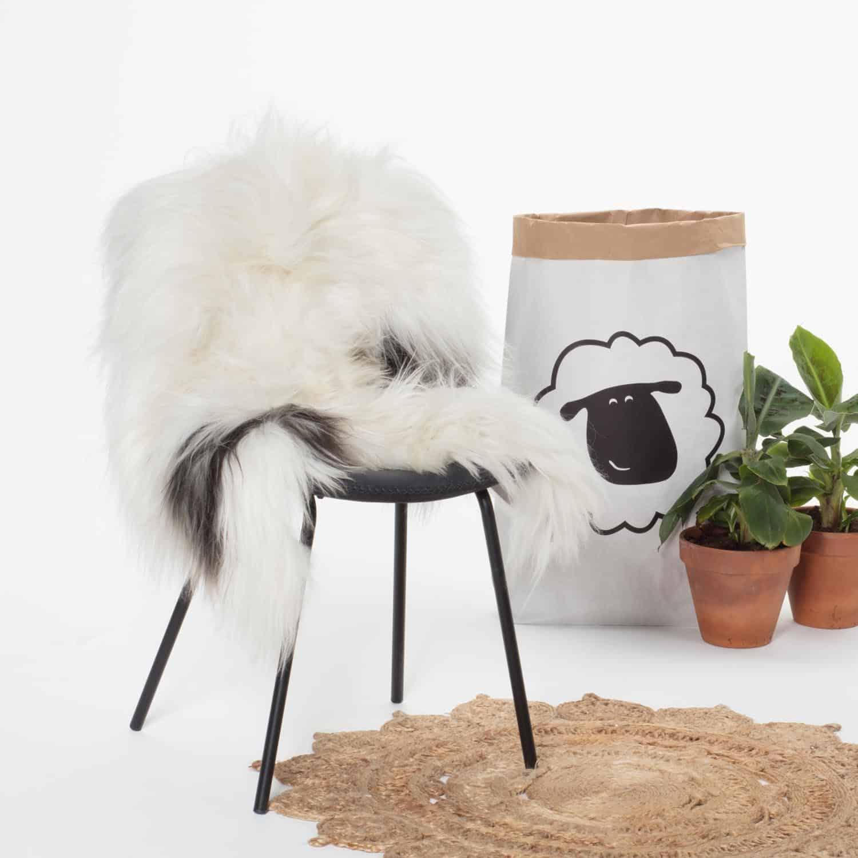 IJslandse Schapenvacht Wit met Zwart P54 stoel