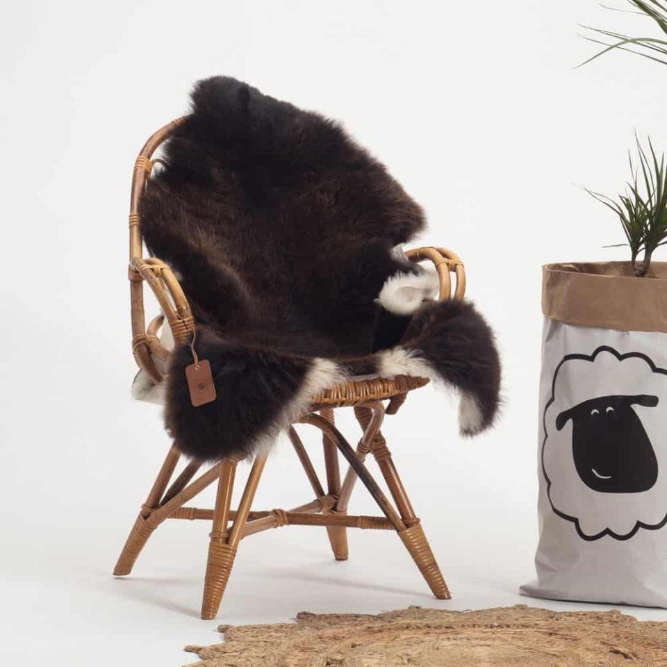Schapenvacht bruin met wit 37 stoel