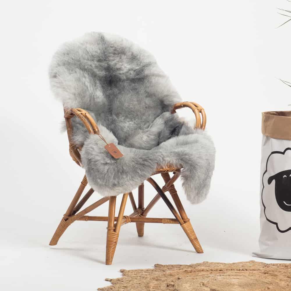 Schapenvacht grijs IJslands R69 stoel.jpg