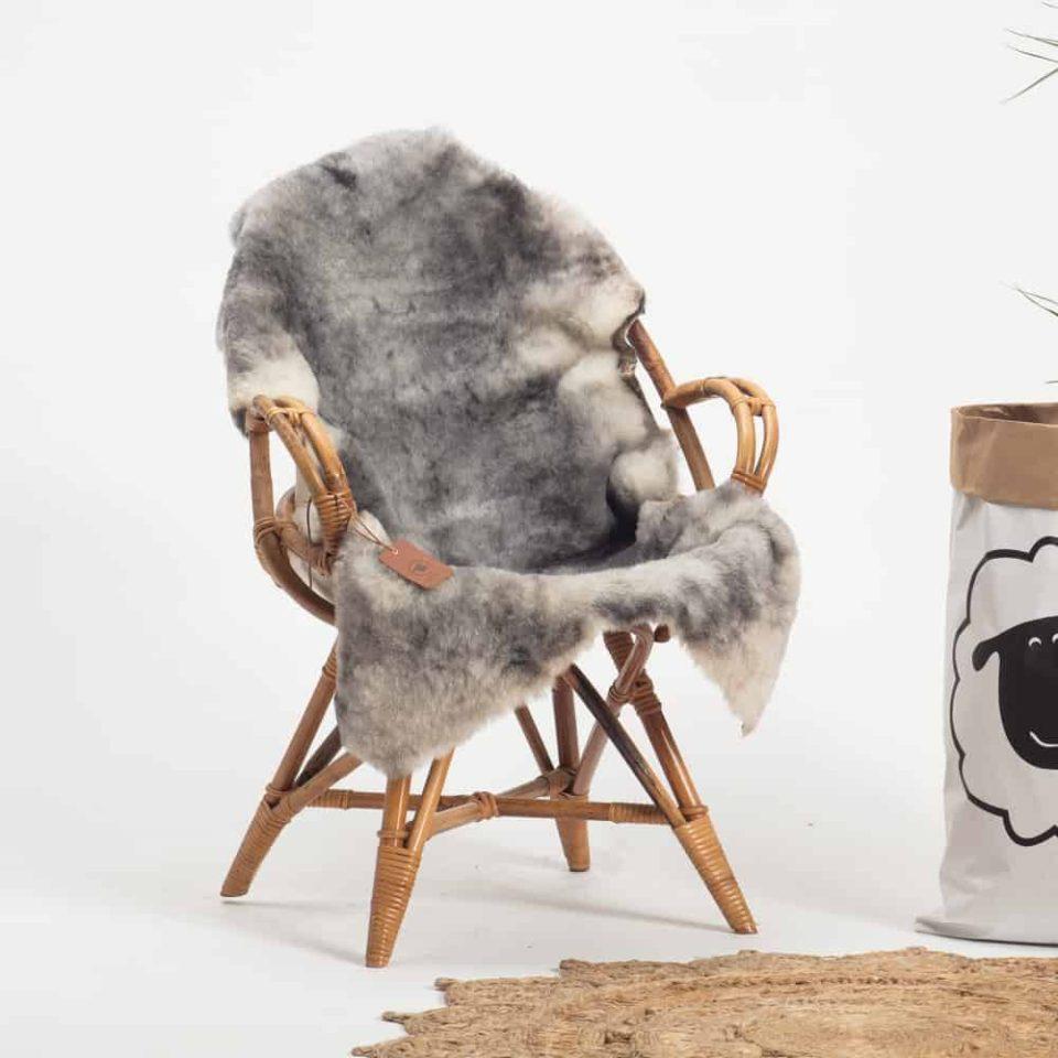 Schapenvacht grijs IJslands R72. stoel
