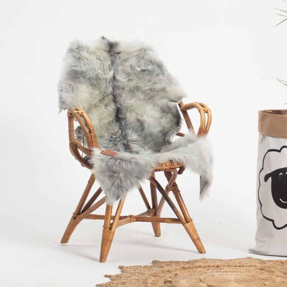 Schapenvacht grijs IJslands R73.stoel