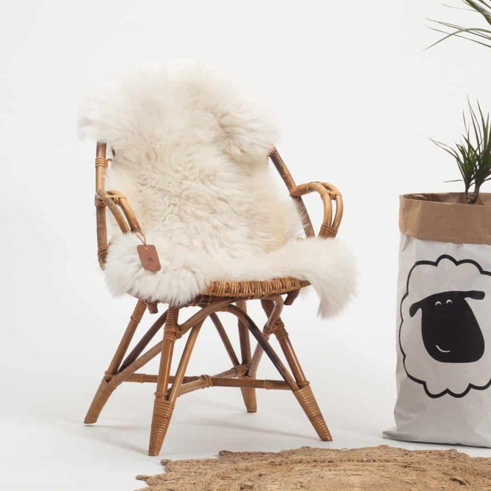 Schapenvacht wit met beige 38. stoel